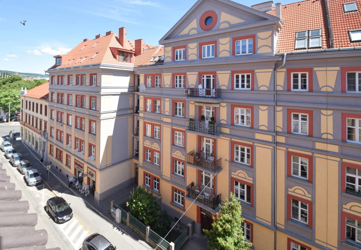 4 bedroom luxury apartment in the city center. 7min walk to the ...
