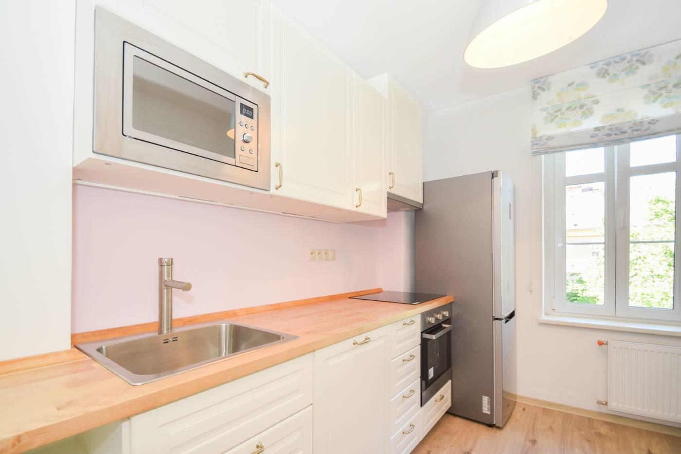 4-bedroom-luxury-apartment-city-center-7min-walk-medical-uni-52157b6062f52f5cebe28dbce6dda52c
