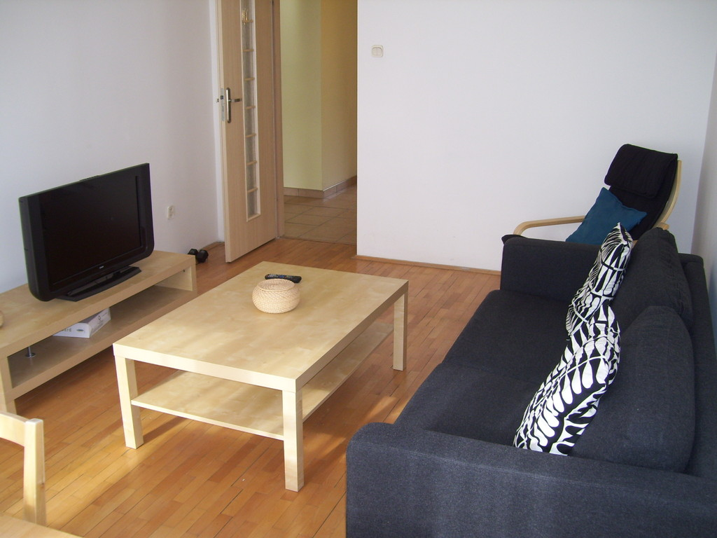 4 room apartment to rent in d for short term for Rent a hotel for a month