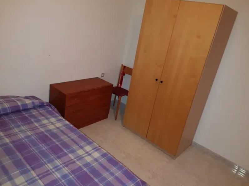 Habitación grande para alquilar en Girona, todo in