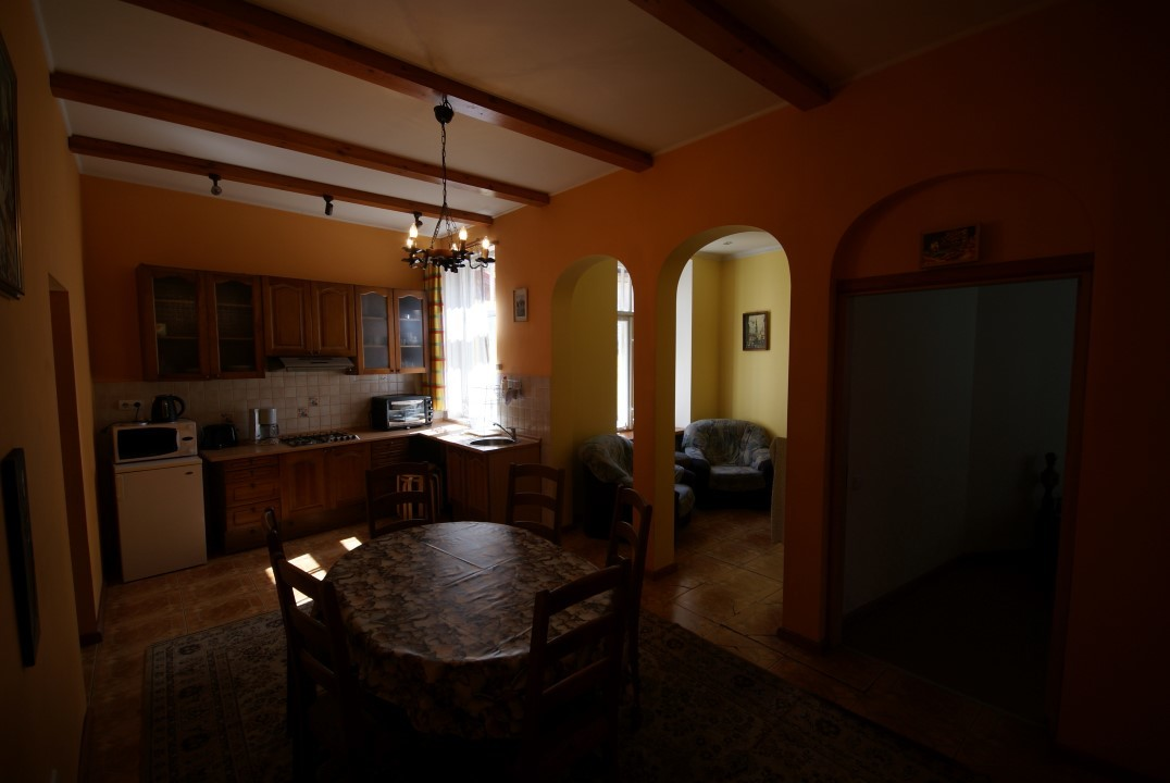 5-bedroom-apartment-old-town-rent-9ae5604531246117695178a4d42aaed5