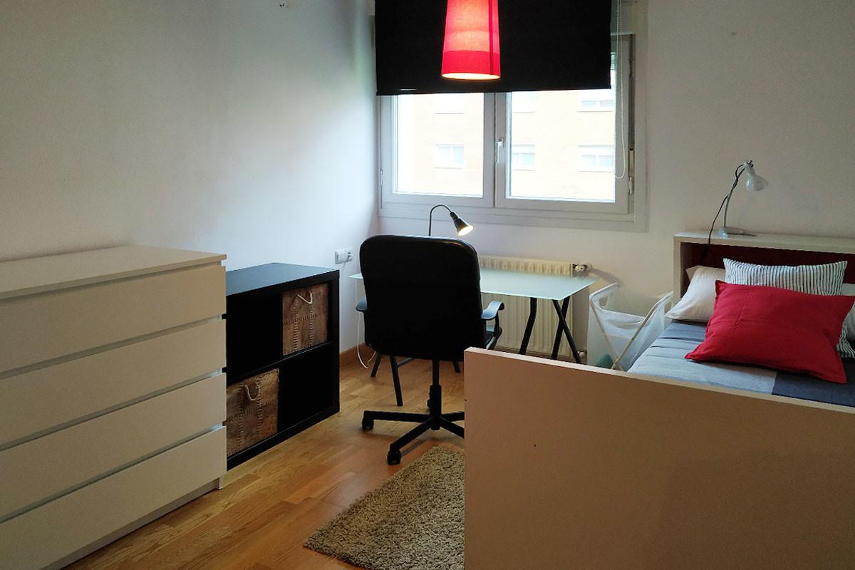 Alquiler de habitación moderna y muy acogedora, en