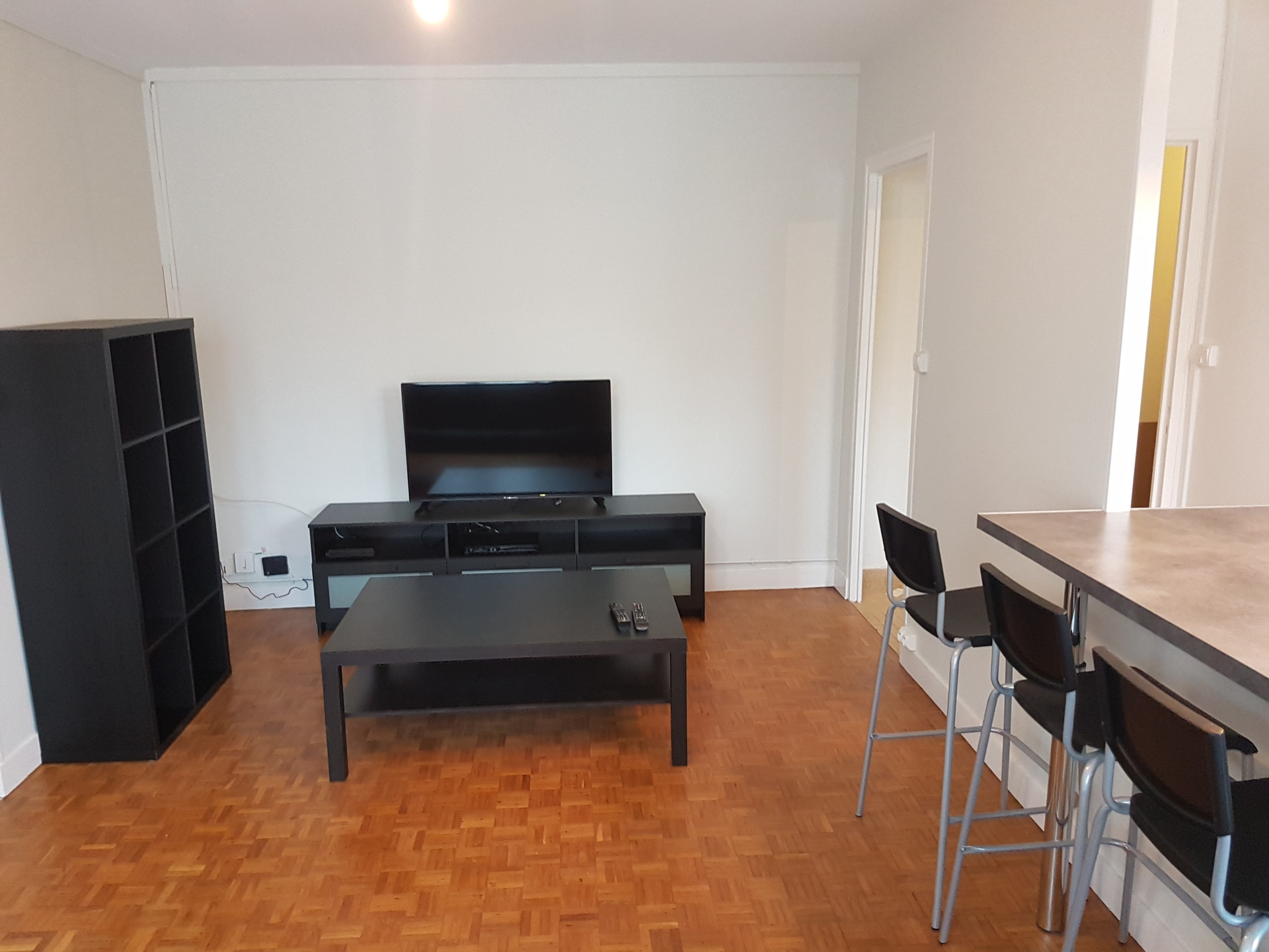 Meuble Four Plaque Induction sunny room with double bed, desk, big closet | room for rent
