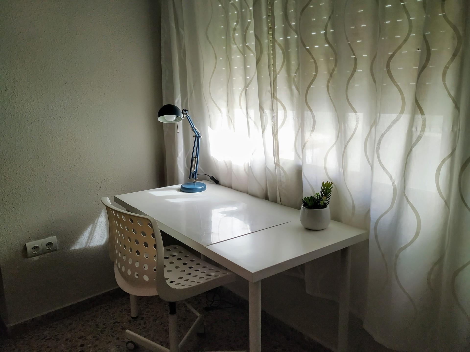 Bonita, amplia y cómoda habitación en Alicante