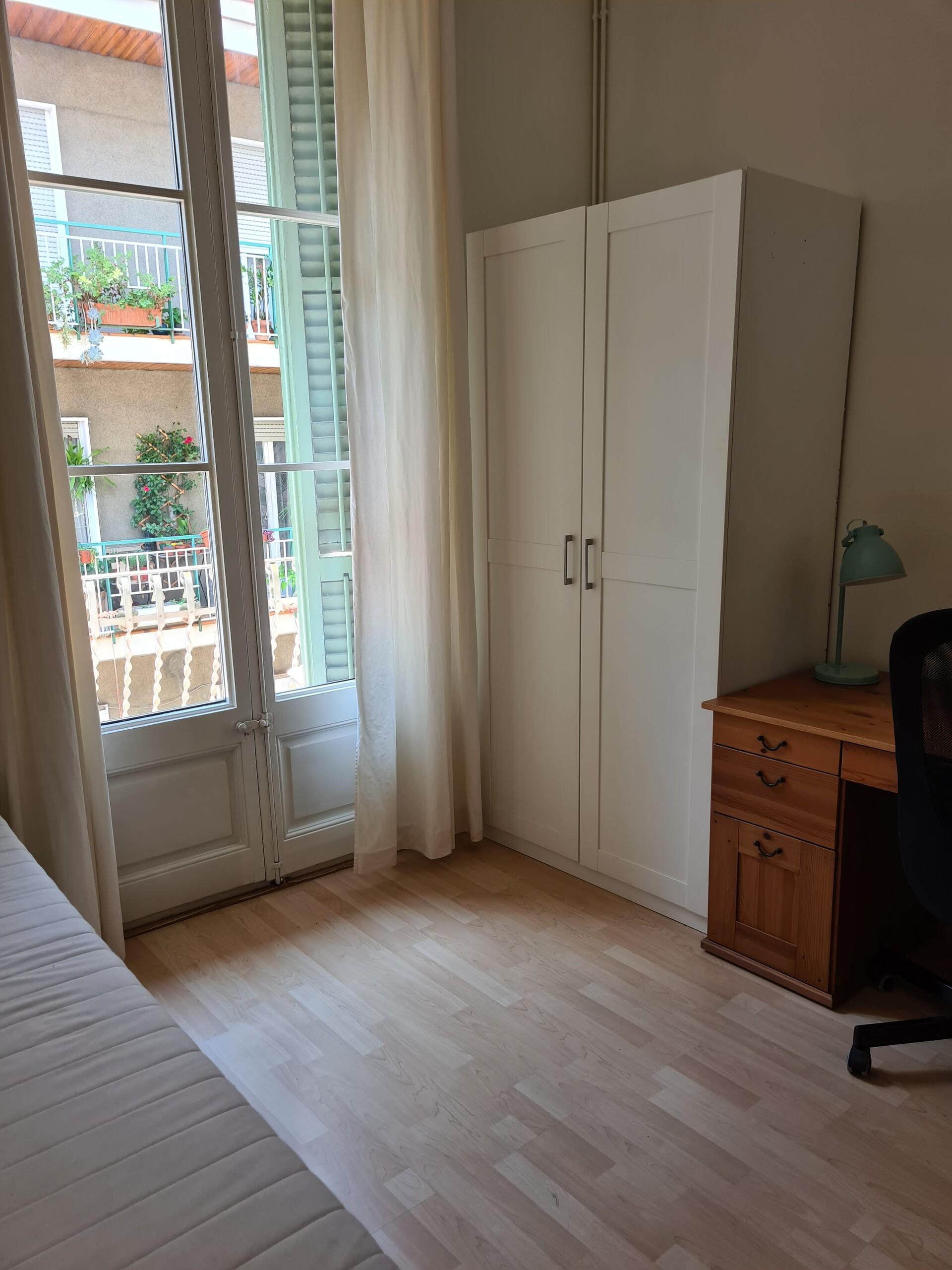 2 habitaciones en piso compartido en Gracia