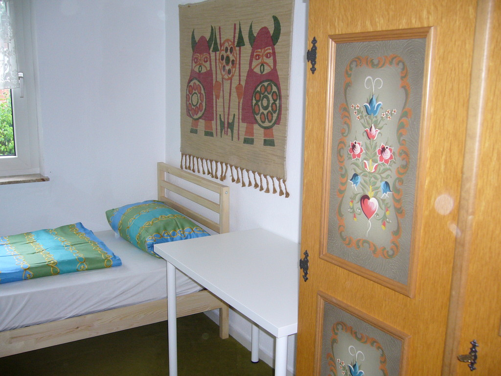 ... 8 M2 Room In Completely Furnished House For 3 Girls (Hamburg Rah ...