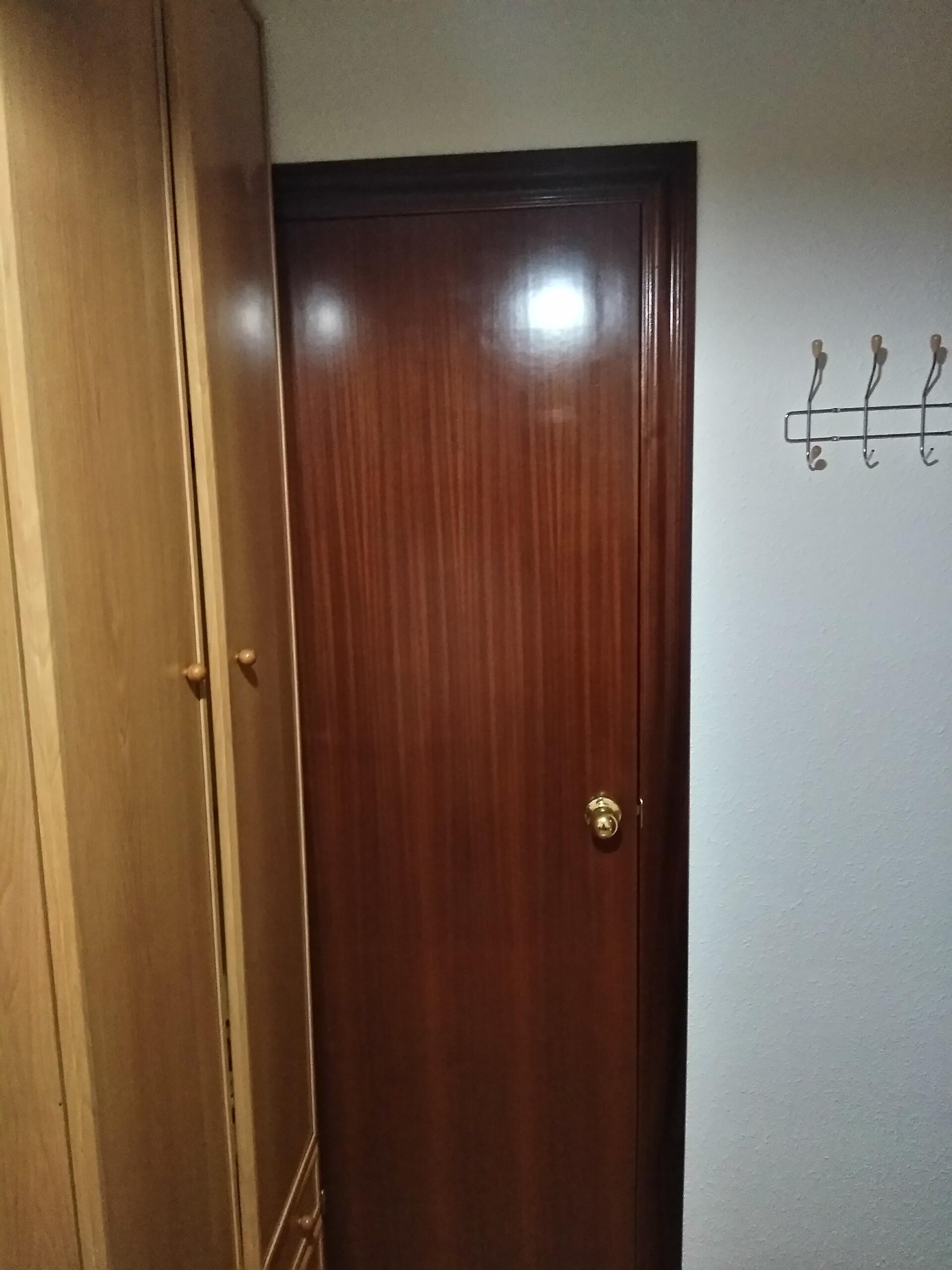 Habitación individual amoblada  con baño privado