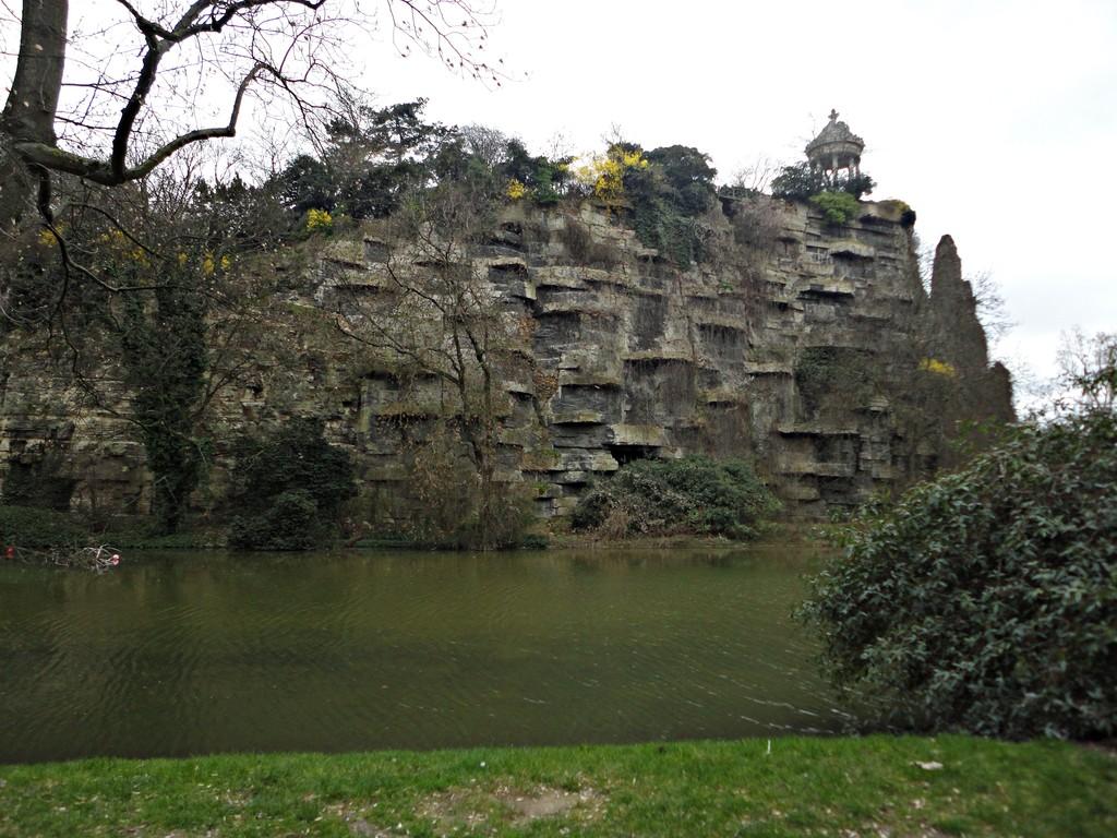 A beautiful park hidden in Paris