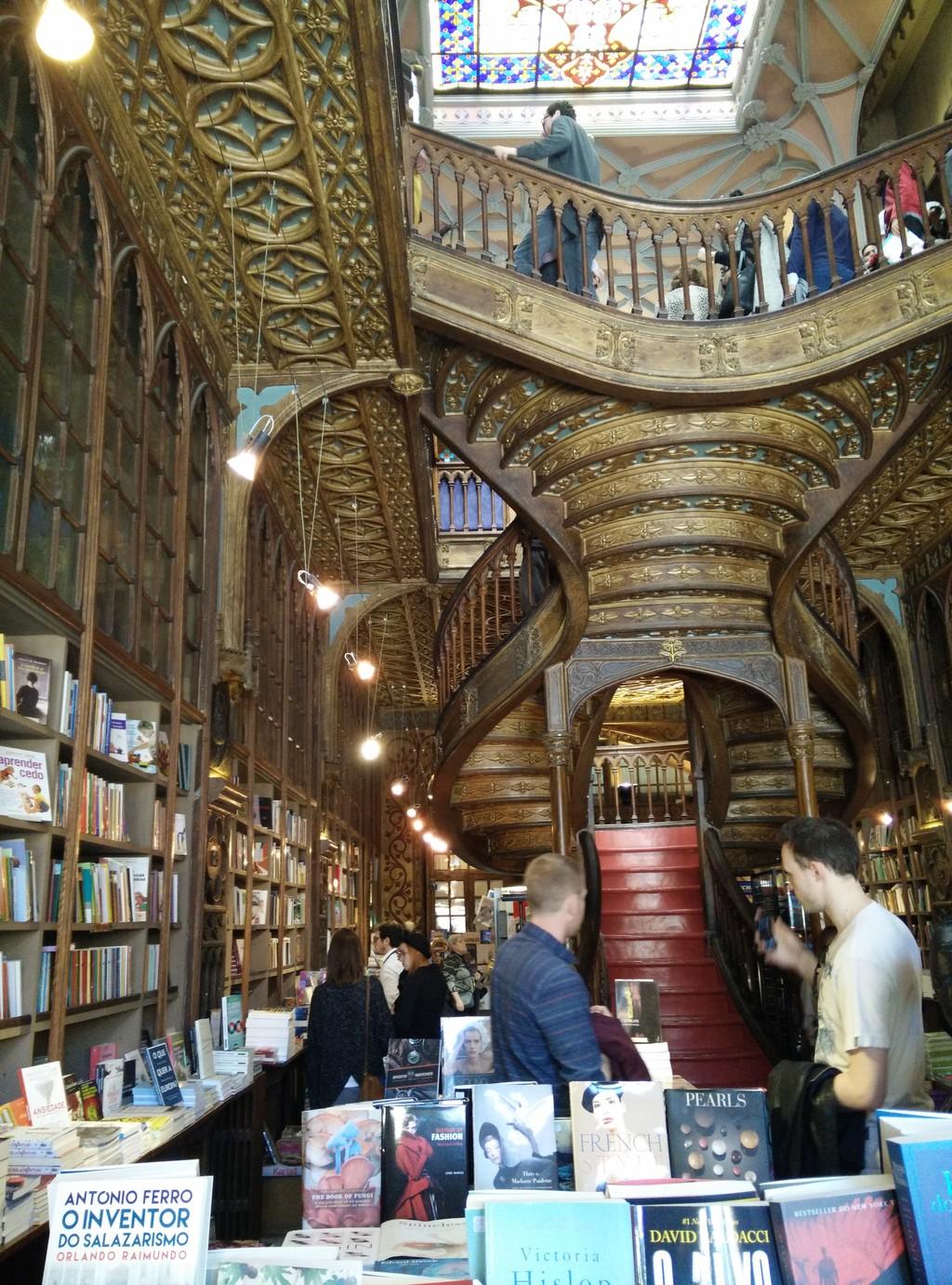 A Livraria Mais Bonita do Mundo e do Porto