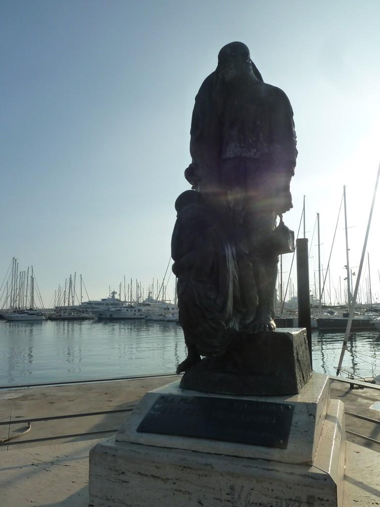 a-relaxing-seaside-promenade-ba9b22e5479