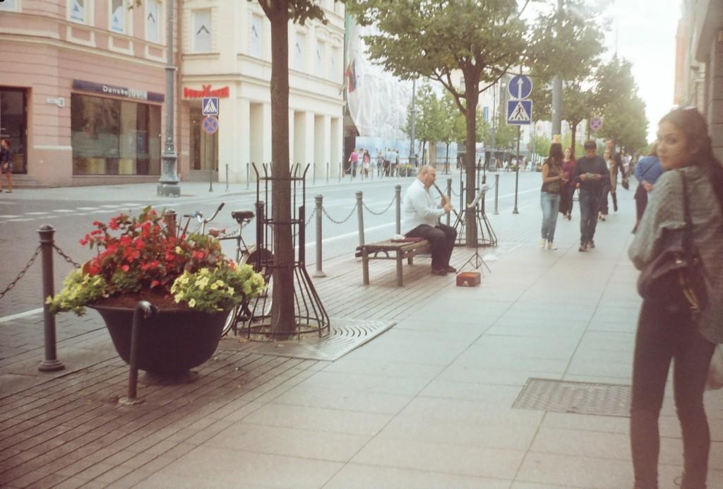 a-rua-principal-de-vilnus-5ea4a3b61fda2b