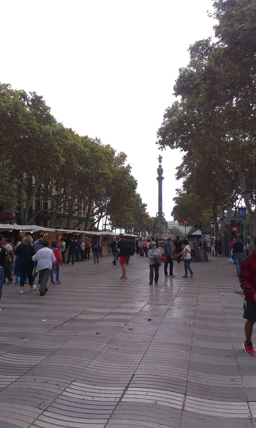 a-street-barcelona-99987d402ff1f37a4099b