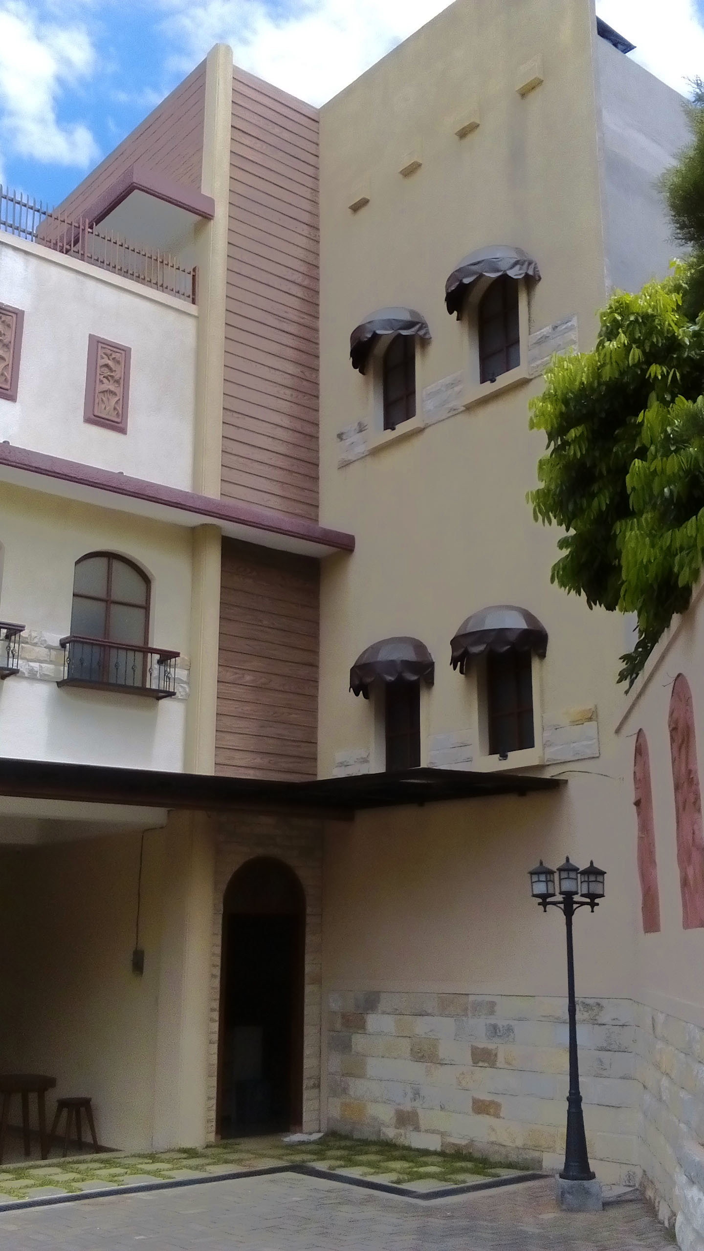 A Women S Boarding House With Californian Style Architecture In Malang East Java Indonesia Rent Studios Malang