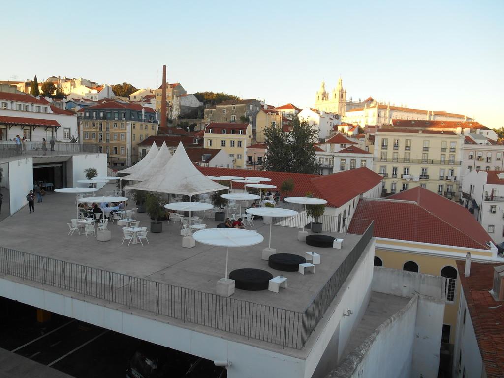 a-stunning-view-lisbon-rooftops-574a274f