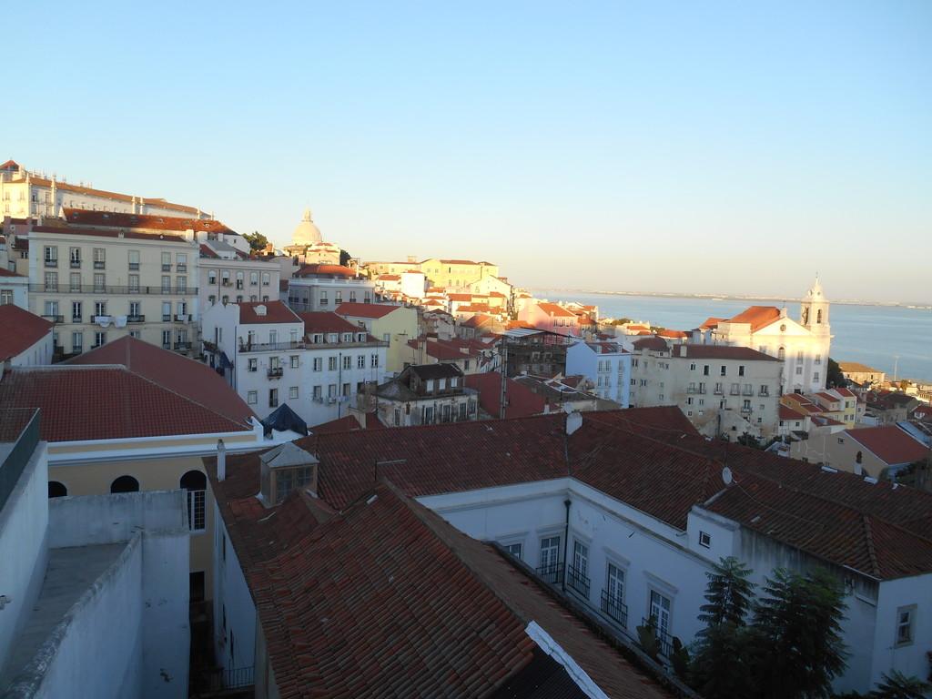 a-stunning-view-lisbon-rooftops-9f1b4b4f