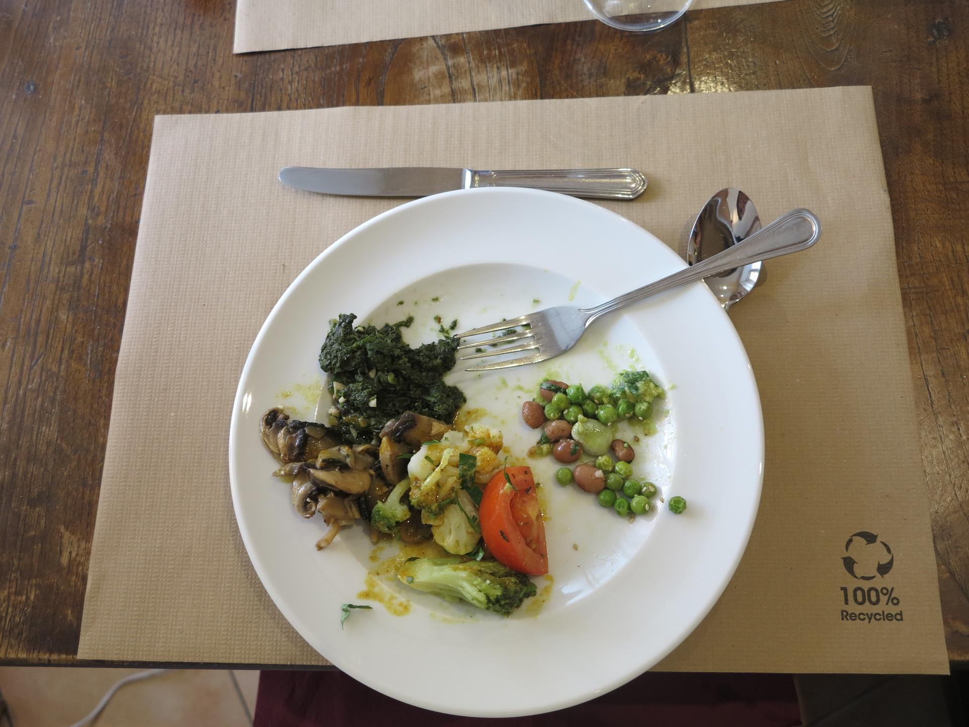 a-vegan-restaurant-everyone-4d6ec188d306