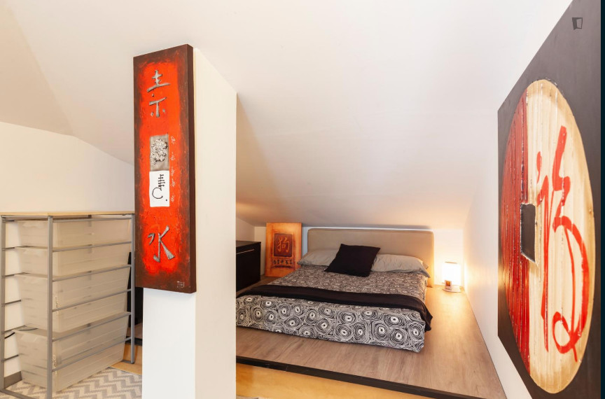 Room For Rent In 10 Bedroom House In Barcelona With Internet And With Swimming Pool