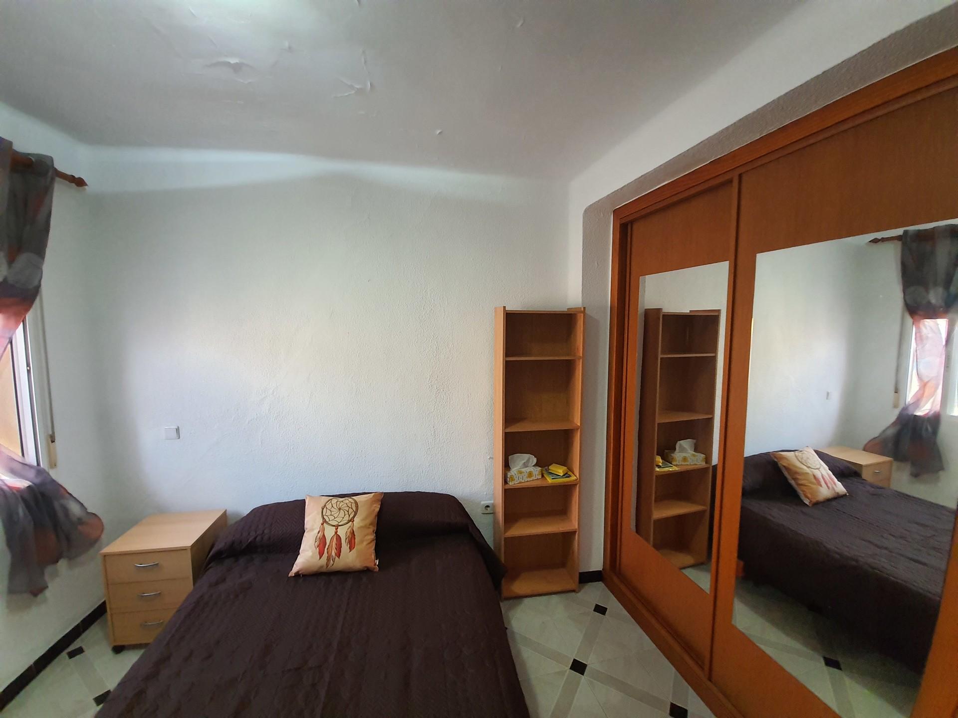 Habitación doble amplia, exterior y luminosa