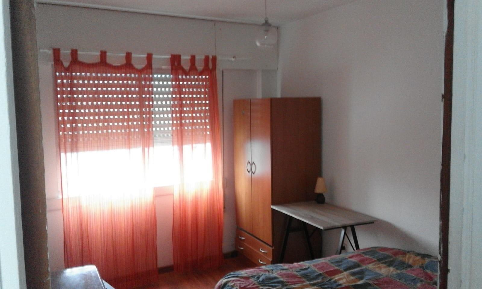 Habitación tranquila , soleada y amplia