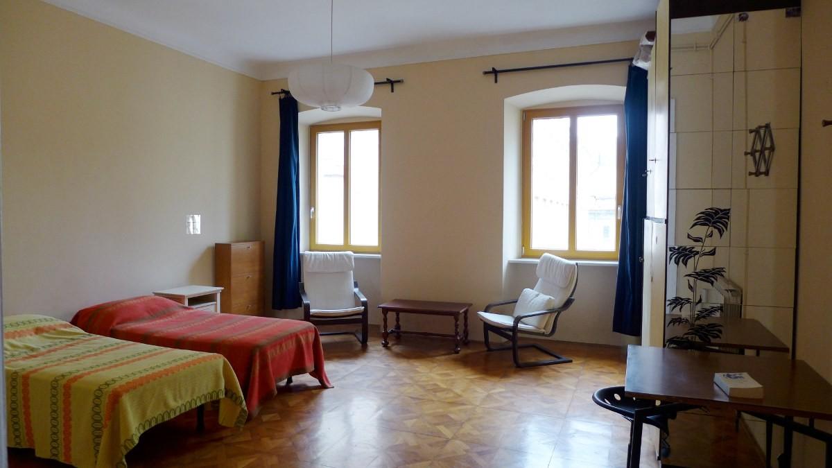 Affittasi ampio appartamento arredato trieste centro for Appartamento arredato