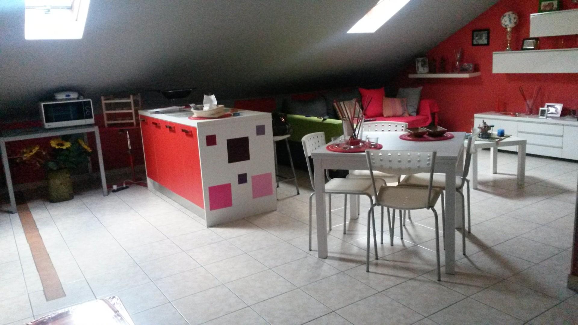 Affitto confortevole mansarda arredata appartamenti in for Appartamenti arredati in affitto torino