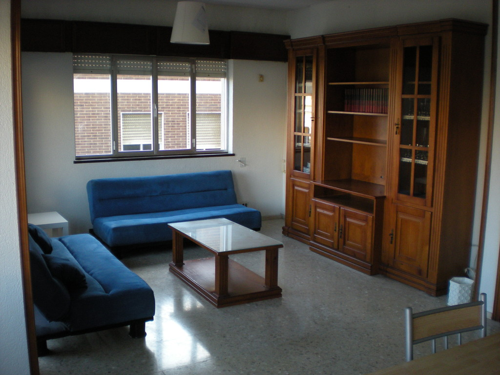 Alquiler de amplio piso 4 habitaciones almeria centro for Alquiler piso zaragoza centro