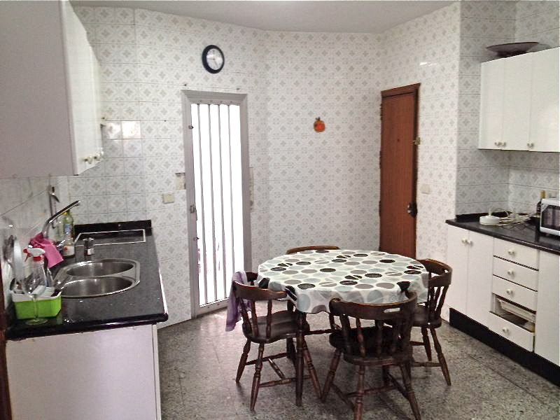 Alquiler de habitaciones en piso en el centro de la ciudad for Alquiler de habitaciones para 3 personas