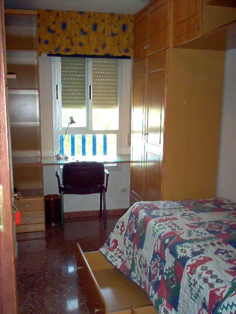 Alquiler de habitacion en piso compartido en granada for Alquiler de habitacion en piso compartido