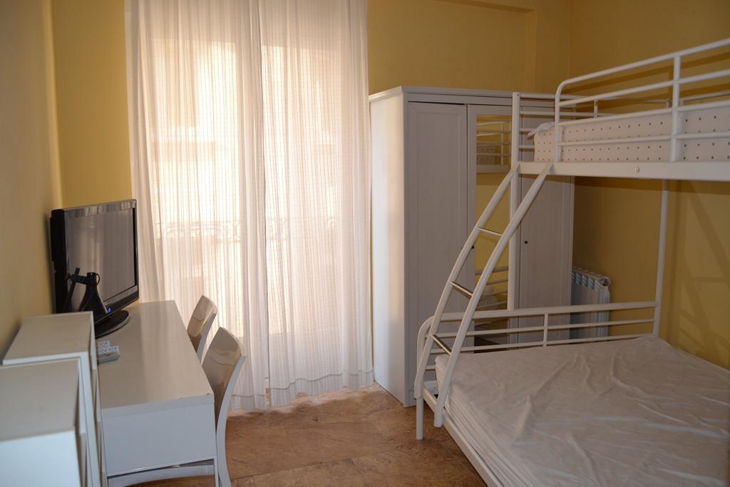 Alquilo habitacion amplia Madrid Puente de Vallecas