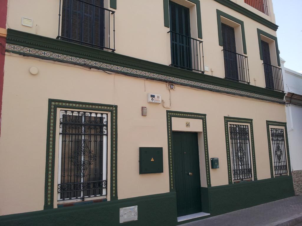 alquiler habitaciones en casa tipica sevillana barrio de