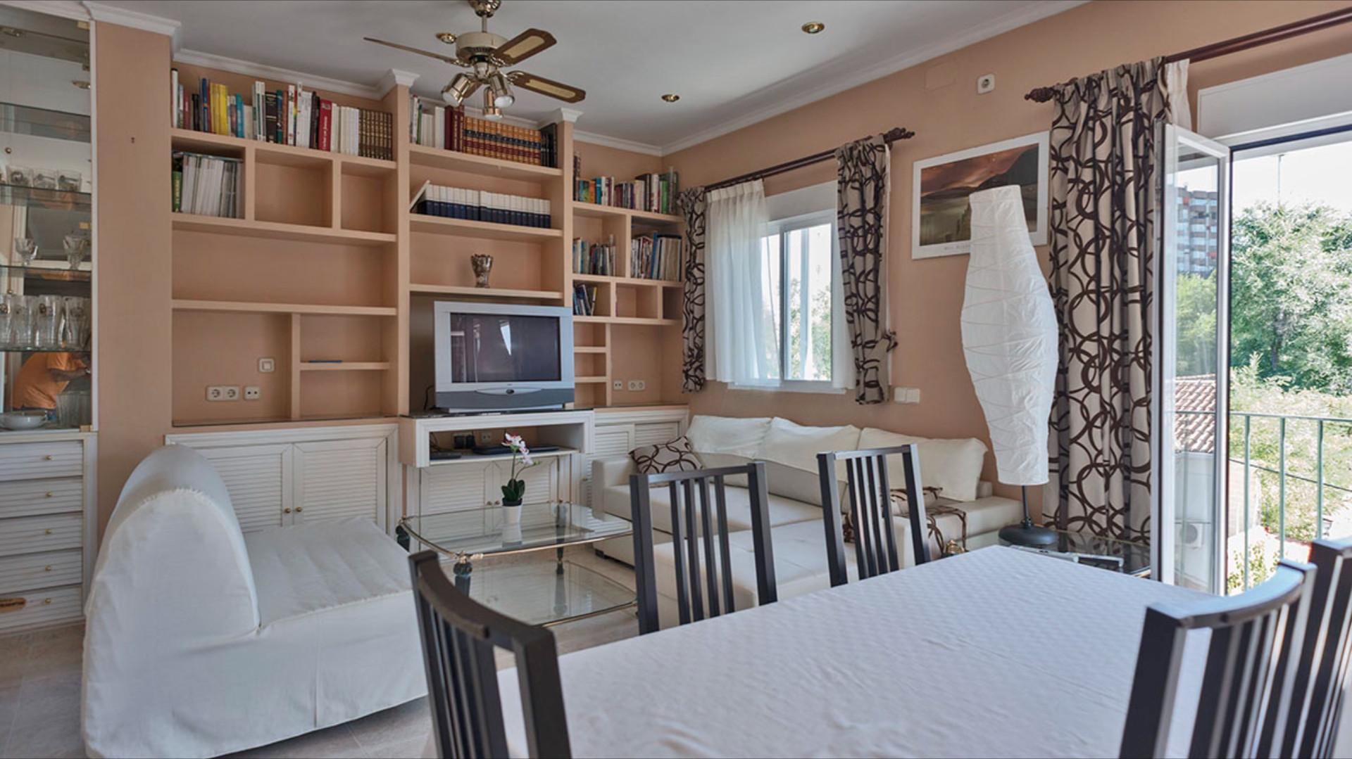 Habitacion doble dos camas para erasmus chicas en madrid for Habitaciones en madrid