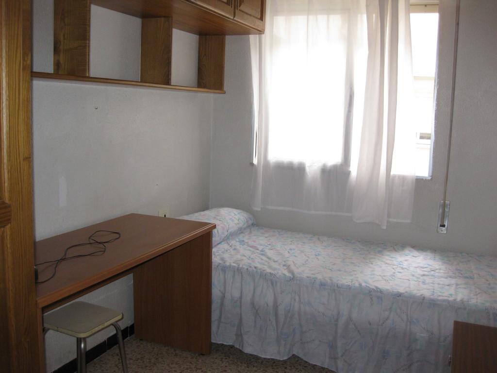 Alquilo 3 habitaciones en limpio apartamento en c ceres alquiler habitaciones c ceres - Apartamentos caceres alquiler ...