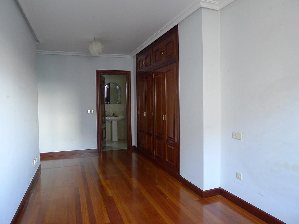 Alquilo habitaci n muy amplia y luminosa con gran armario for Piso 3 habitaciones oviedo