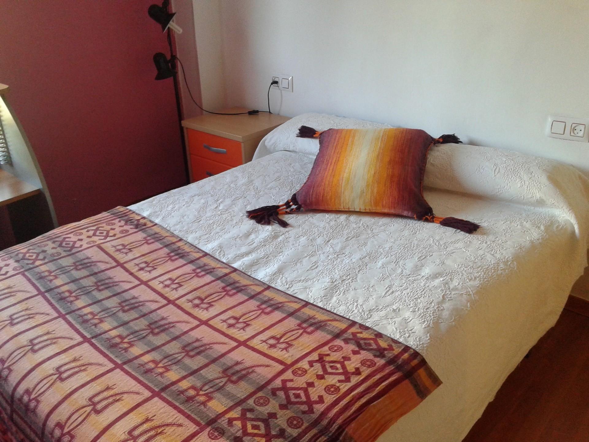 Alquilo habitaci n con cama de matrimonio gastos incluidos alquiler habitaciones ciudad real - Cama de agua precio ...