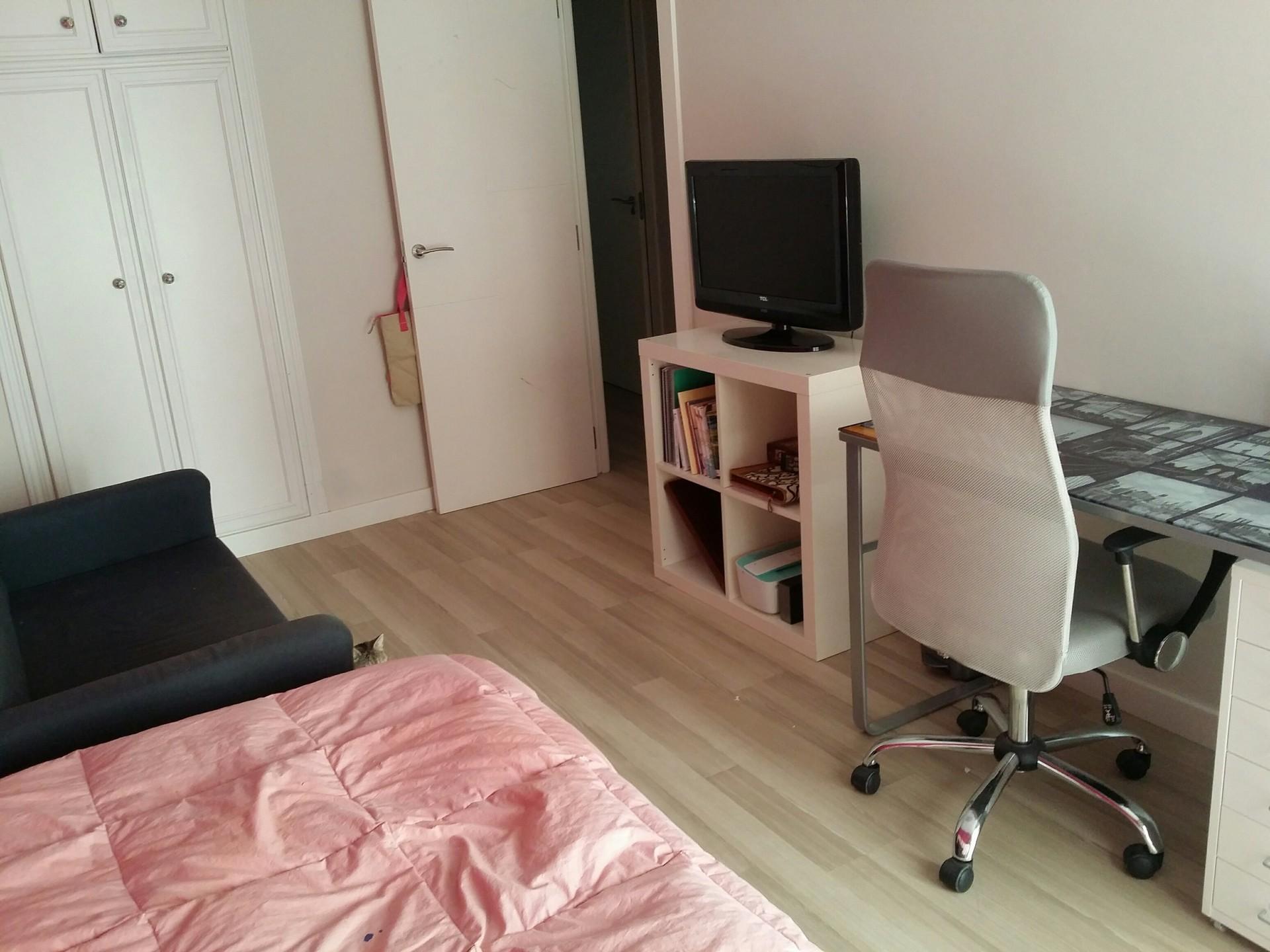 Alquilo habitaci n con sofa y tv ba o y balcon propio - Sofas para habitacion ...