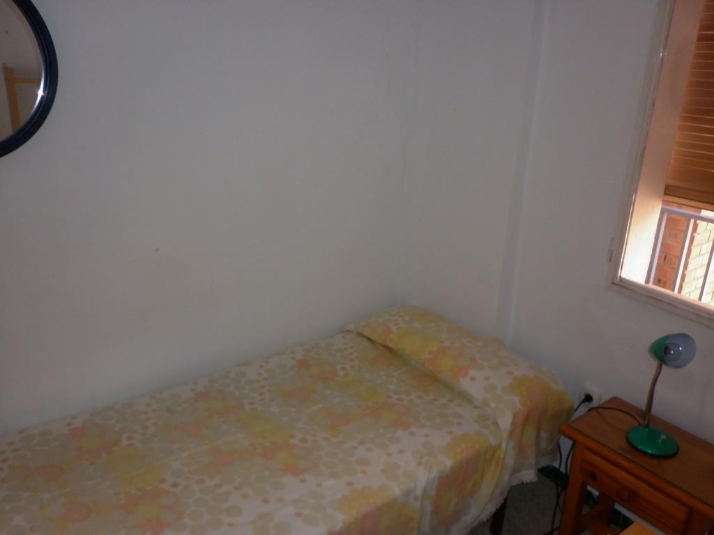 Alquilo habitaciones en piso compartido para estudiantes for Habitaciones para estudiantes universitarios