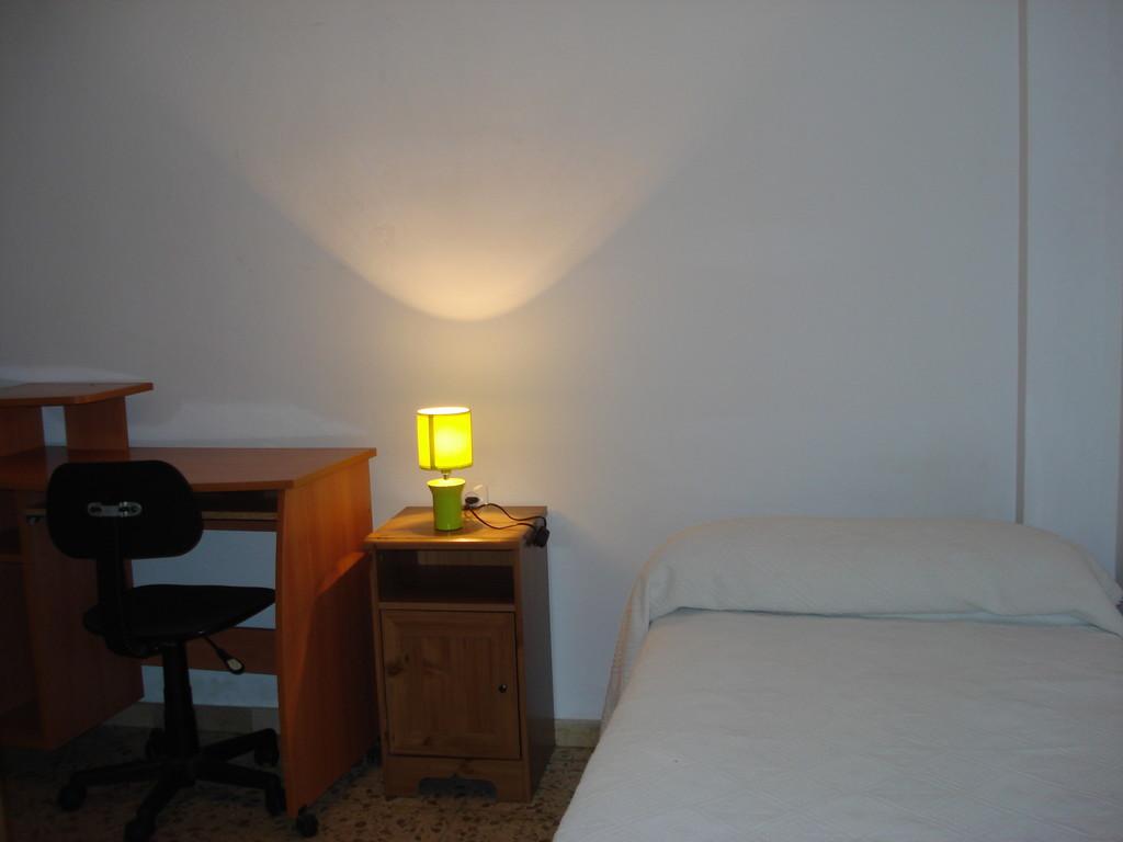 Alquilo piso centrico de 4 habitaciones alquiler pisos for Pisos 4 dormitorios malaga