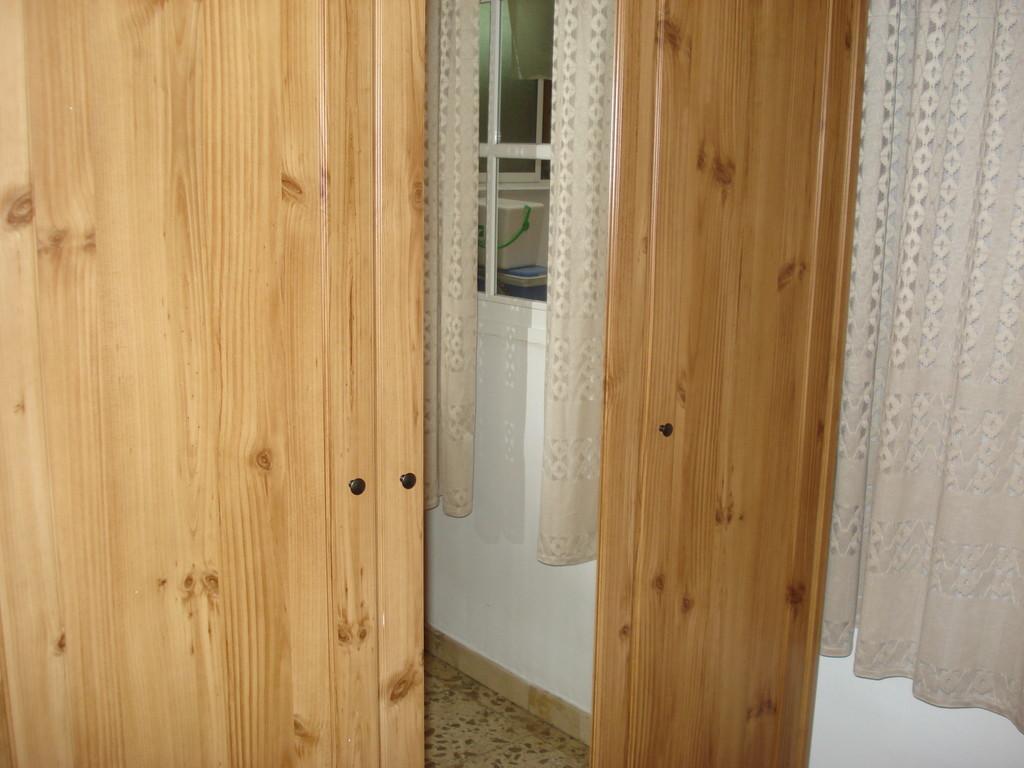 Alquilo piso centrico de 4 habitaciones alquiler pisos for Piso 4 dormitorios teatinos malaga