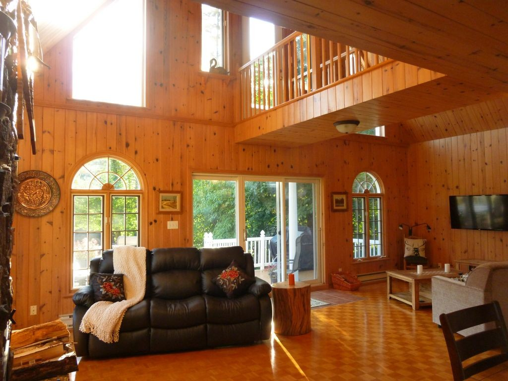 Amazing Magnificent Home in Nature on Riverside, 20 Minutes From