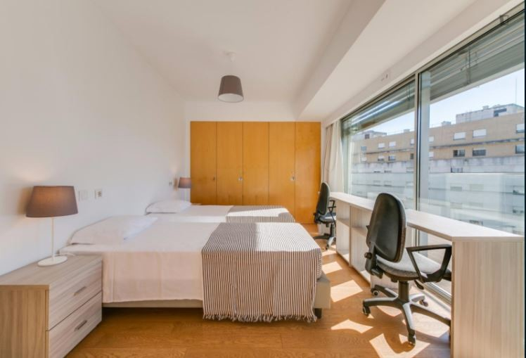 Amazing Twin Bedroom with Balcony and Ensuite Bathroom | Room for ...