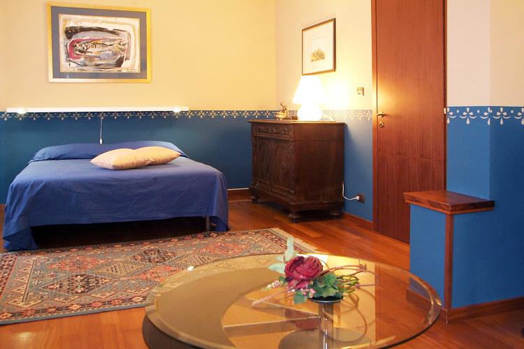 Ampia stanza (35 m2) con bagno privato e aria condizionata