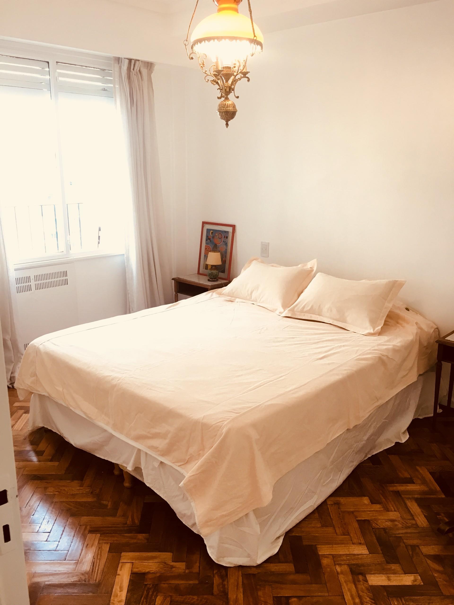 Amplia y luminosa habitación con excelente vista.