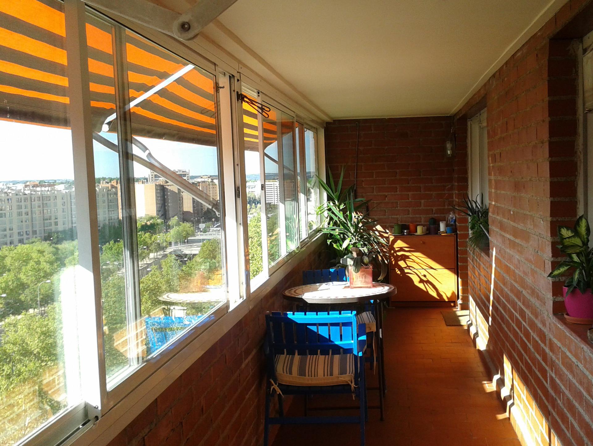 Amplia y soleada habitaci n en el centro de madrid for Habitaciones en madrid