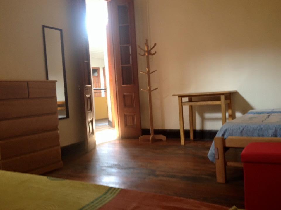 Amplias habitaciones amobladas en todo un segundo piso for Habitaciones amobladas