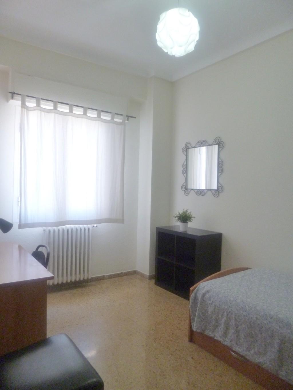 Amplias habitaciones individuales con llave alquiler for Habitaciones zaragoza