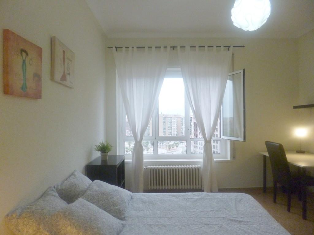 Amplias habitaciones individuales con llave alquiler for Renta de cuartos individuales