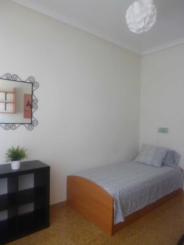 Amplias habitaciones individuales con llave alquiler for Alquiler de habitaciones individuales