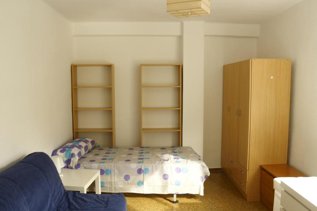 Amplio piso todo nuevo 4 habitaciones 2 ba os zona for Piso 4 habitaciones valencia