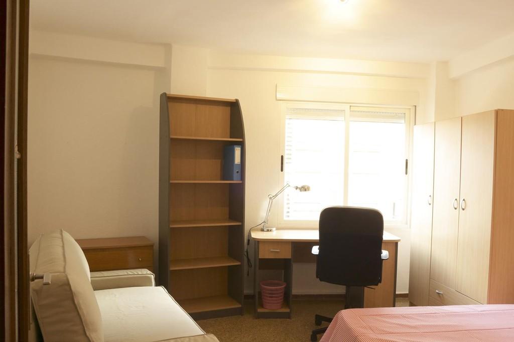 Amplio piso todo nuevo 4 habitaciones 2 ba os zona for Habitaciones zona universitaria