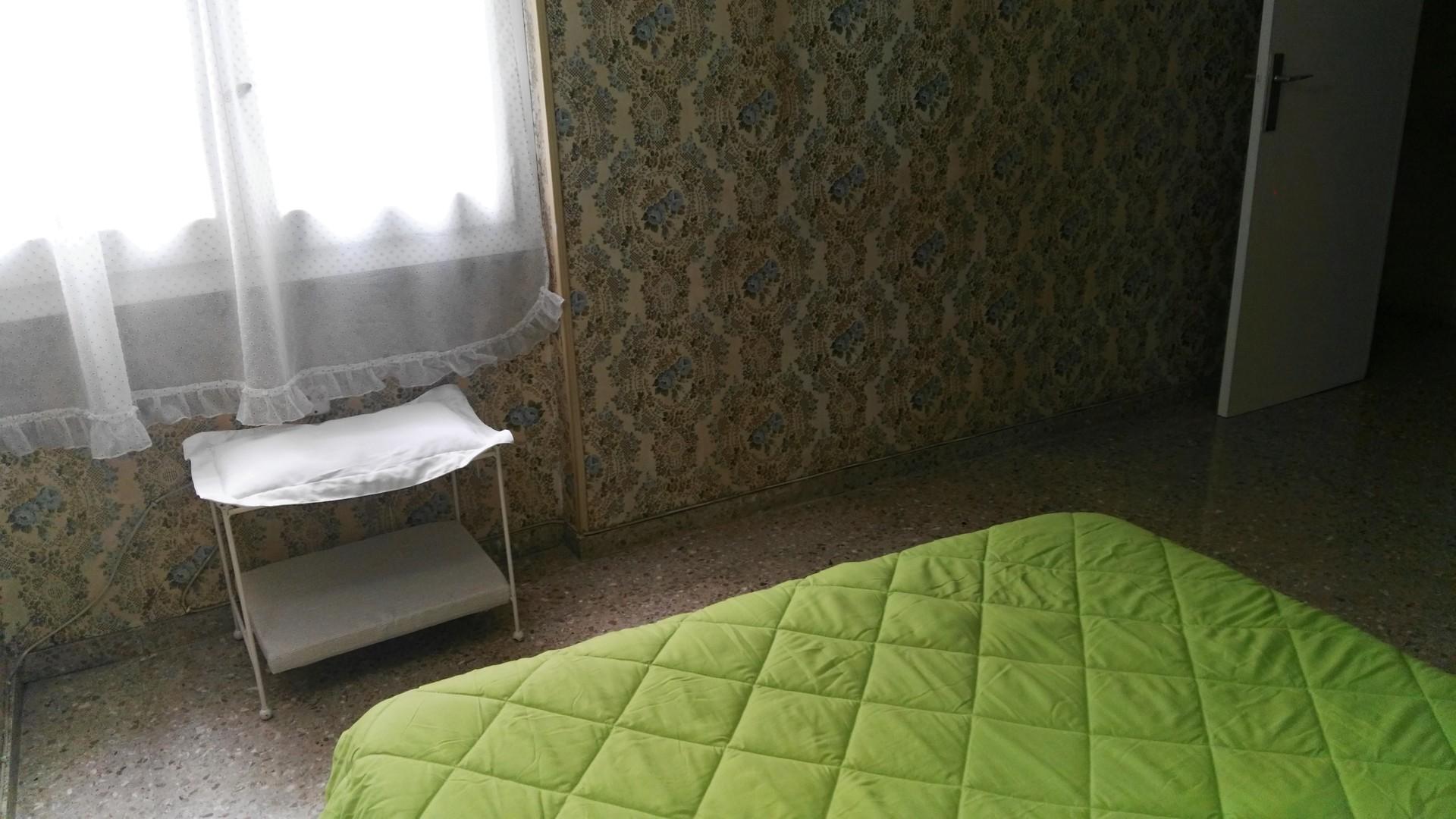 Amplio piso para dos o tres estudiantes